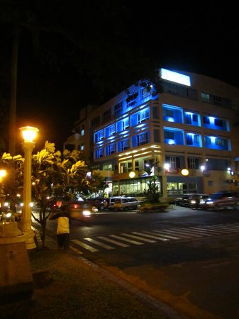 Bethel Guest House : Hotel at night