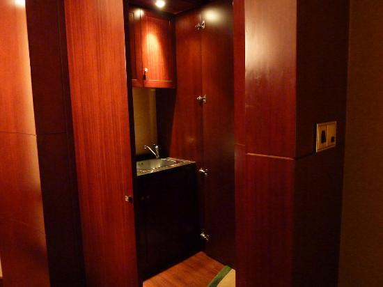 Beijing Marriott Hotel Northeast: Executive Suite: Sink area