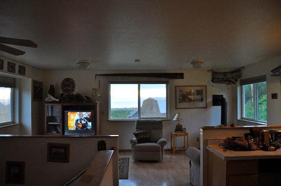 Alaska Adventure Suites: Upstairs living area.