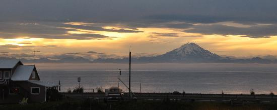 Alaska Adventure Suites: View from upstairs living room window.