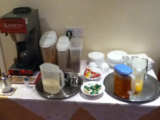 Ashling Tara Hotel: breakfast(you can order toast and full english breakfast)
