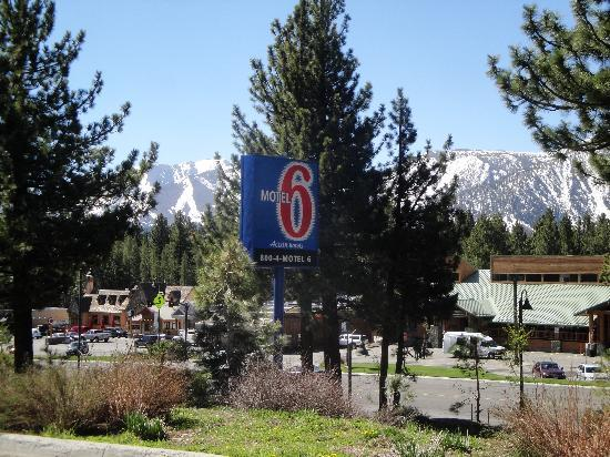 Motel 6 Mammoth Lakes: Beautiful Area and a reasonable rate in June