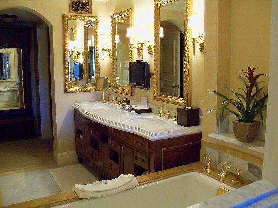Fairmont Grand Del Mar: The bathroom, viewed through the opening