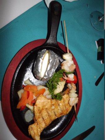 Telamar Resort: mon assiette au Resto a la carte Guarana poulet et crevettes
