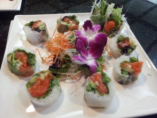 Tokyo Bay Restaurant & Sushi : crystal roll