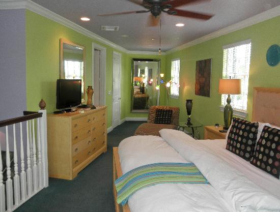 Pineapple Point Guest House and Resort: Bedroom on third floor