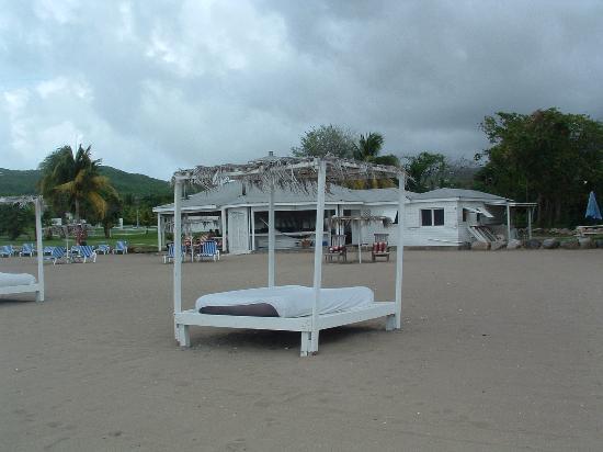 Cades Bay beachside restaurant, scandinavian style, nice atmosphere, Nevis, West Indies