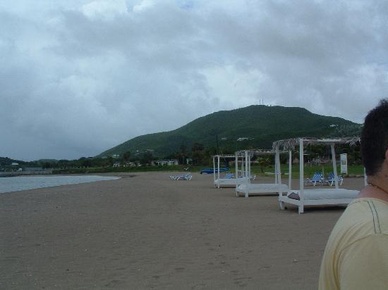 Cades Bay Beach : Cades Bay, nice beach, Nevis, West Indies