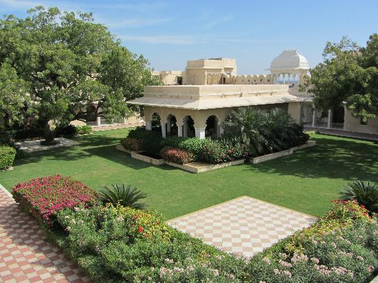 Sardargarh Heritage Hotel: across hotel court yard