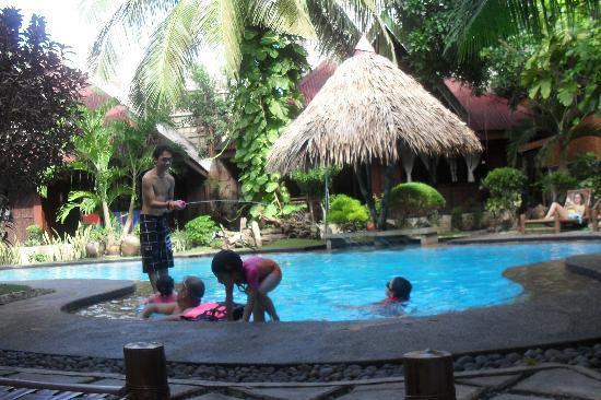 Alona Tropical Beach Resort: Alona Tropical Poolside