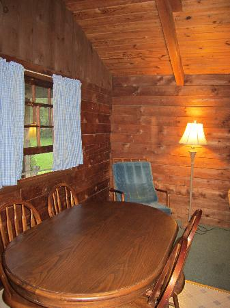 Cold Spring Lodge: Cabin's Dining Area