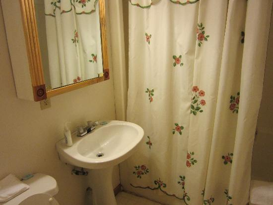 Cold Spring Lodge: Bathroom