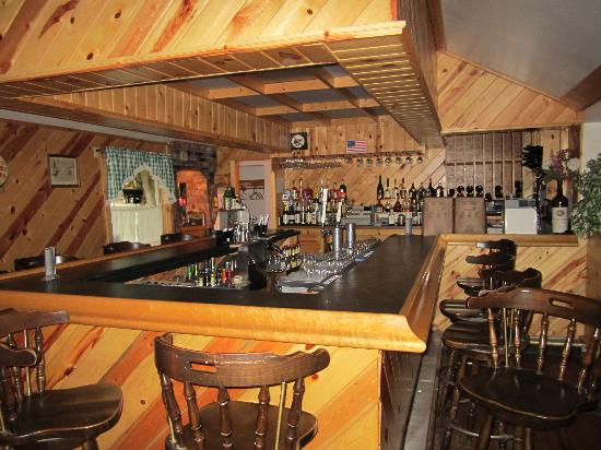 Cold Spring Lodge: Bar