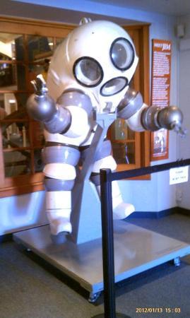 Santa Barbara Maritime Museum : Atmospheric diving suit called JIM.