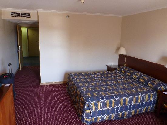 Hotel Grand Chancellor Launceston: Spaceous Room with King-sized bed