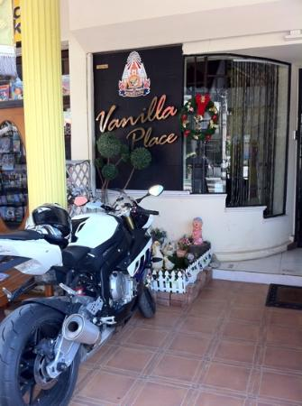 Vanilla Place Guest House: at front with my bike