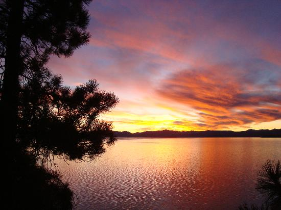 Alpenrose Inn: Lake Tahoe sunset