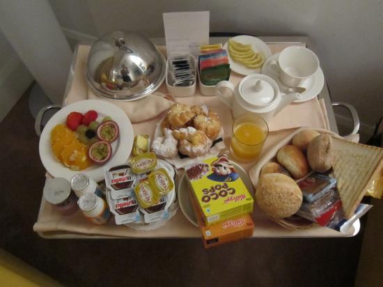 UNA Maison Milano: Breakfast