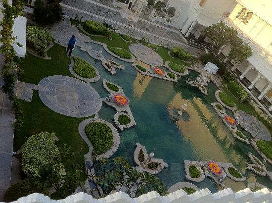 Taj Lake Palace Udaipur: Courtyard View from the Roof