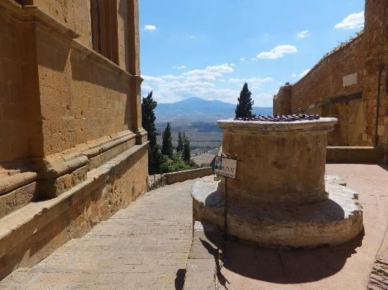 B&B Camere Andrei: the view of the val d'Orcia
