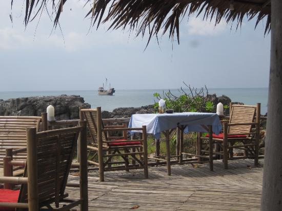 Lanta River Sand Bungalow: Frühstücksterasse