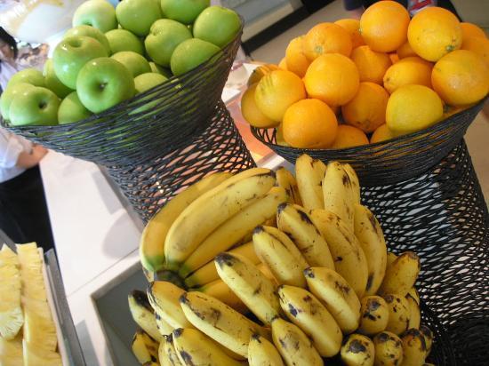 Tides at Shangri-La's Mactan Resort & Spa: fruits