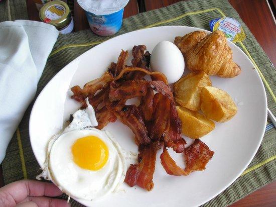 Tides at Shangri-La's Mactan Resort & Spa: my breakfast,first round..hehehe