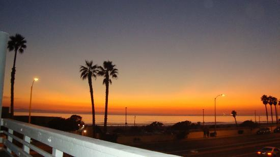 Huntington Surf Inn: Sunset