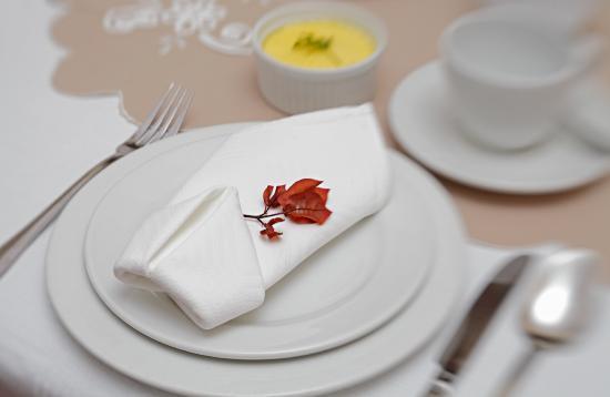 Meerkat Guesthouse: breakfast table