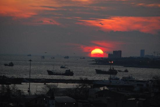 Blue Istanbul Hotel: Coucher de soleil vu de l'hotel