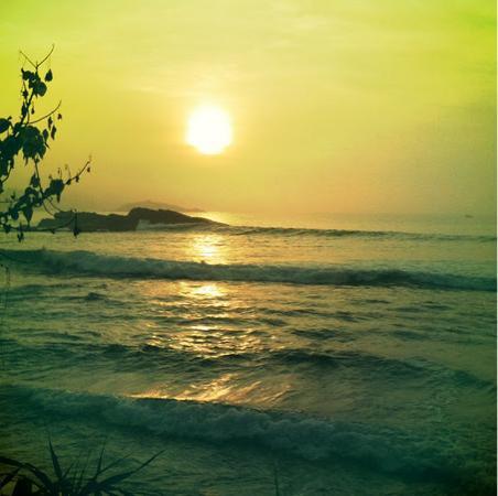 Club Mirissa Villas & Hotels: sunset .......