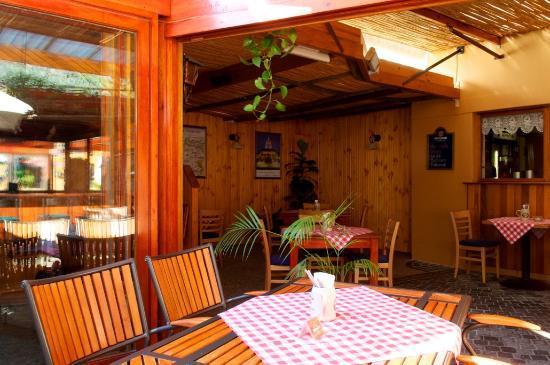 Alpenstube Restaurant and Beer Garden : Inside Seating