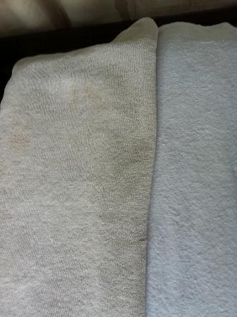 Grand Barong Resort: Grey and Stained towels