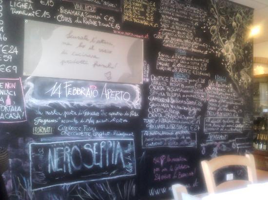Nero Seppia: La parete menù