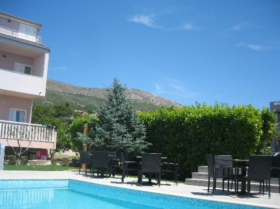 Villa Hotel BB (Apartments Bozikovic): By the pool
