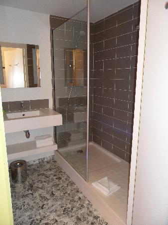 Ibis Styles Lorient : la salle de bains
