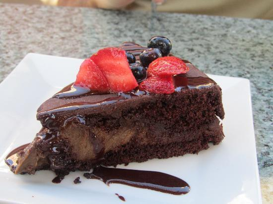 Darbster: Chocolate mousse ganache cake
