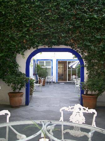 Hotel Casa Gonzalez: Portal de ingreso hacia recepción