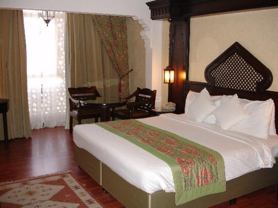 Arabian Courtyard Hotel & Spa: 6th floor Executive Room