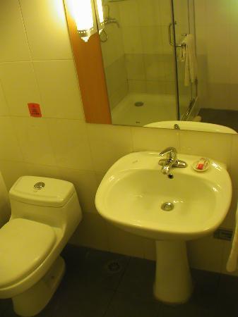 Ibis Beijing Capital Airport: Im Badezimmer