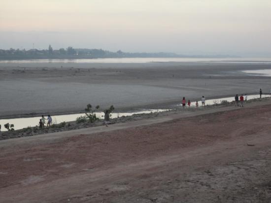 Sabaidee@Lao Hotel: Mekong Riverfront Sunset Vientiane