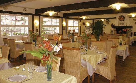 Logis de Bretagne : salle de restaurant de l'hotel de bretagne