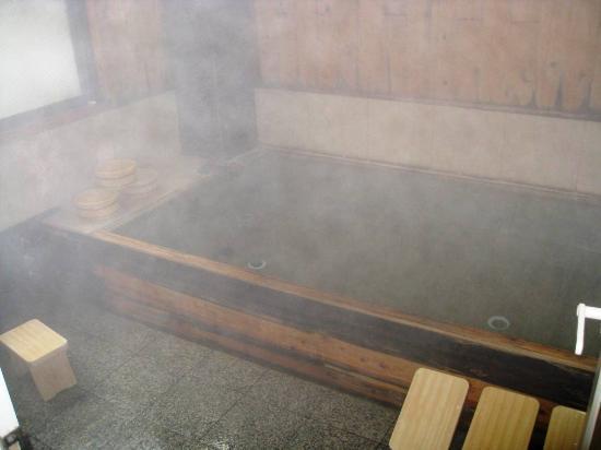 Minshuku Nozaki : ひのき風呂は6畳位ある