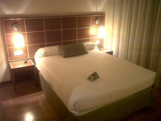 Eurostars Zarzuela Park: Habitación clásica bien climatizada. Suelo de madera.
