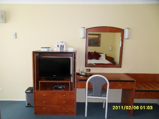 Best Western Alpine Motor Inn: TV/Desk area