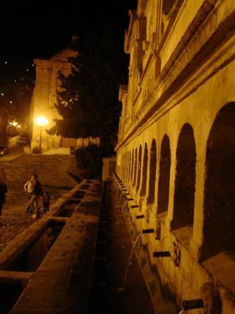 Leonforte, İtalya: Particolare della Granfonte
