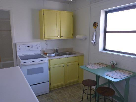 The Palmetto Inn: Kitchen Area