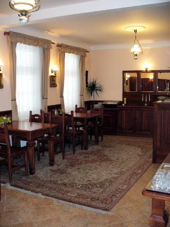 GJ Residence Na Vinohradu: dining room