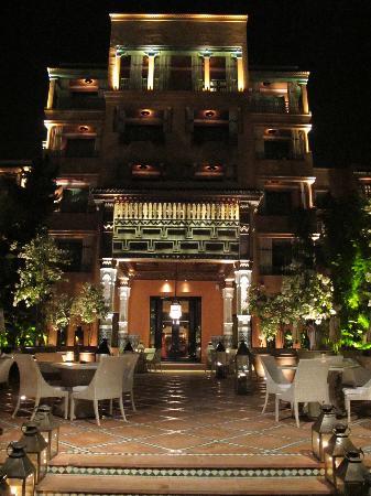 La Mamounia Marrakech: hotel terrace at night