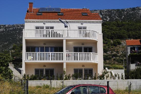 Lovely Croatia Apartments: exterior of the house - panorama side